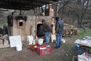 Disposition des céramiques à l'intérieur du four à bois