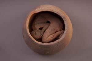Prison Céramique au four à bois, 34 x 33 x 33 cm, 2013