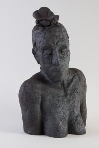 Femme écoutant (série des porteurs de sièges), Four à bois, 52 x 32 x 22 cm, 2018